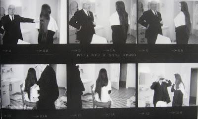 Чарли Чаплин подстригает свою дочь Джозефину