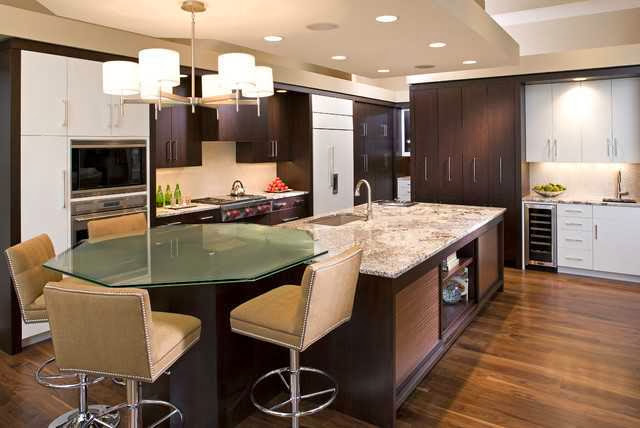 Kitchen with contrast lighting color