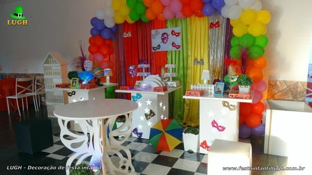 Mesa decorada com fantasia de Carnaval para festa de aniversário - Barra - RJ