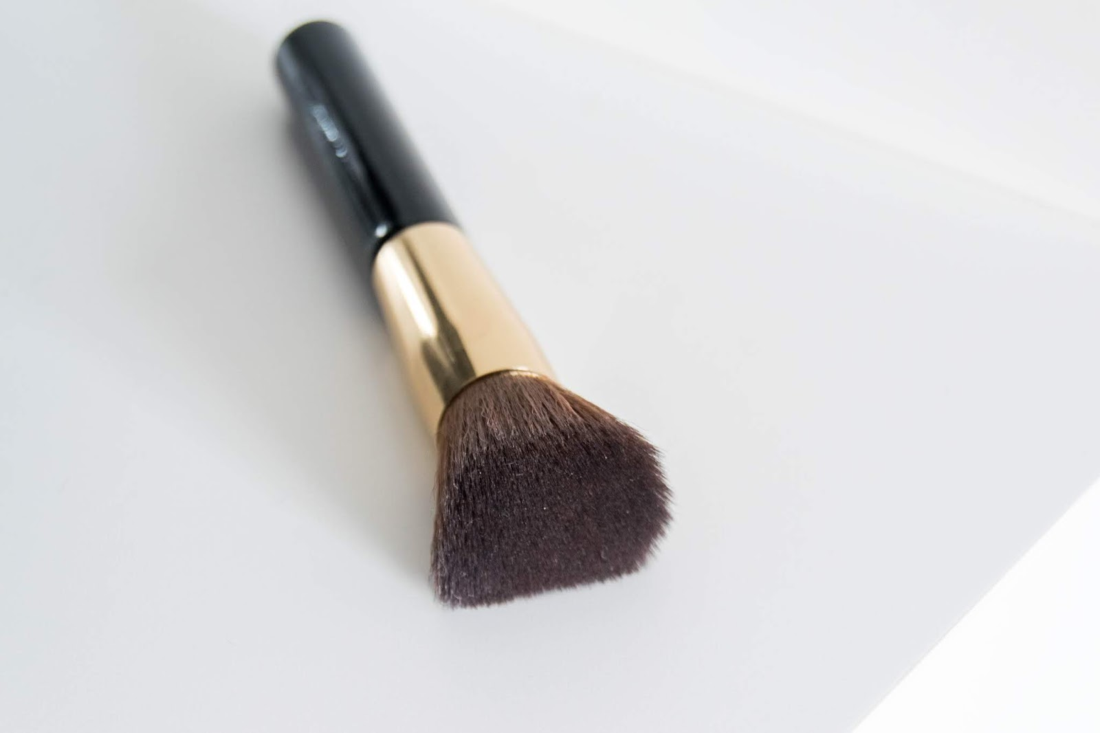 Silky Foundation Brush Giordani Gold - Oriflame
