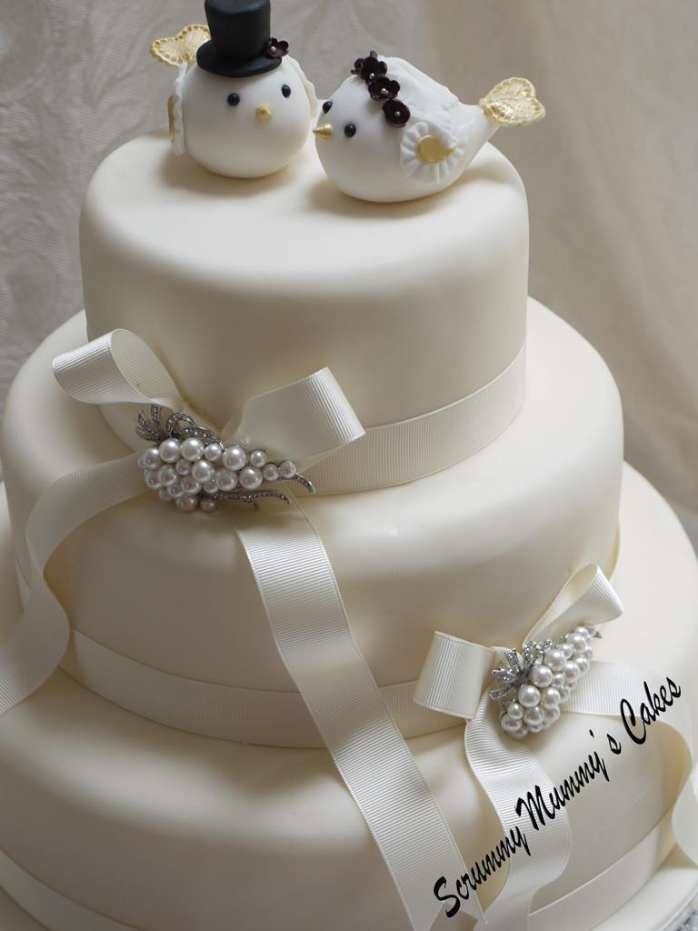 3 tier wedding cakes images scrummy mummy s cakes lovebirds 3 tier wedding cake 10306
