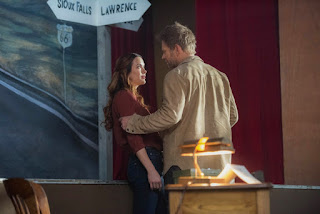 "Danneel Ackles as Sister Jo and Mark Pellegrino as Lucifer in Supernatural 13x13 ""Devil's Bargain"""