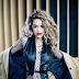 Rita Ora só anda para trás no clipe de 'Your Song'