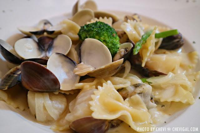 IMG 1424 - 台中西屯│懷特.朵兒義式料理*蒜香口味唇齒留香。蛤蠣都要快滿出盤子啦