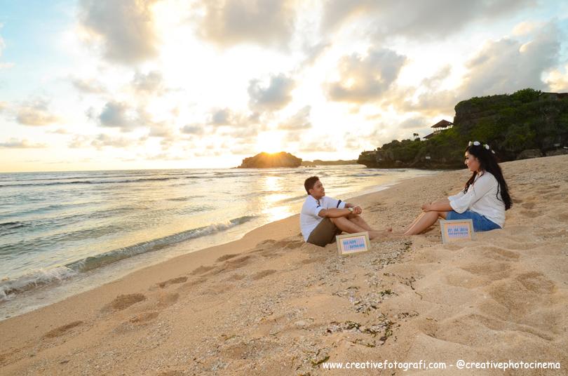 foto prewedding di pantai indrayanti jogja