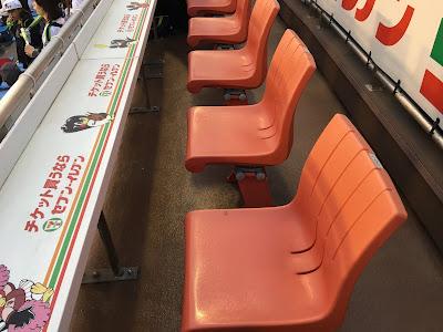 神宮球場のセブンイレブンカウンター席