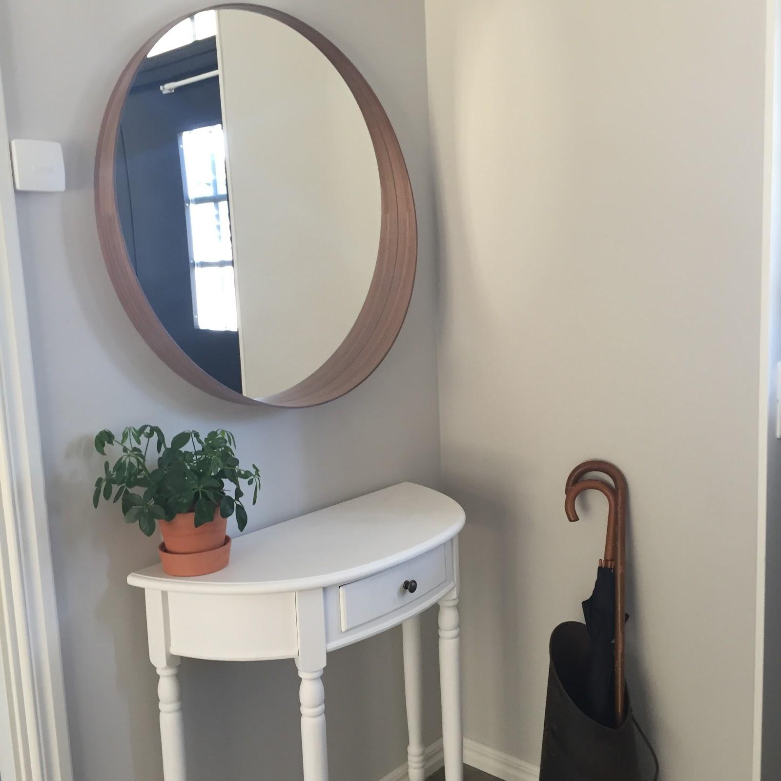 spegel i hallen