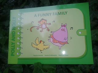 https://blizejprzedszkola.pl/wydawnictwo/?280,polly-and-holly-a-funny-family