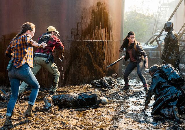 Alicia Clark (Alycia Debnam-Carey), Victor Strand (Colman Domingo) e Luciana (Danay Garcia) nell'episodio 2