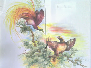 Menakjubkan Indahnya Lukisan Burung Cendrawasih Dibaju Gaun Sangat Mewah