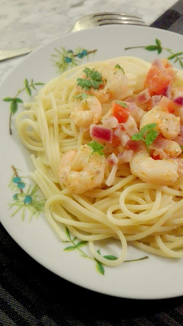 pasta met gemarineerde garnalen