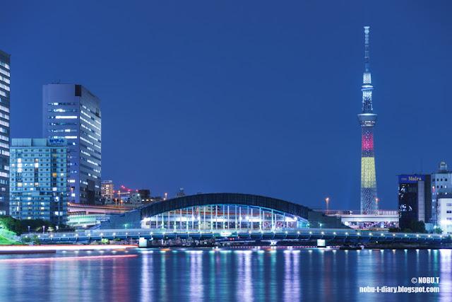 東京スカイツリー・ベルギー国旗色の特別ライティング