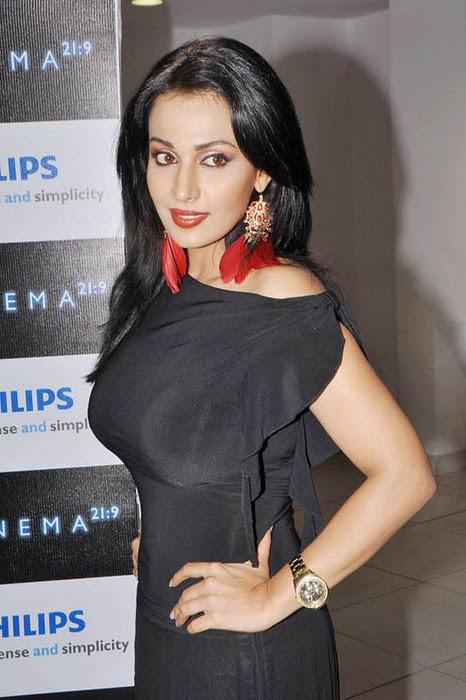 Asha saini in black dress