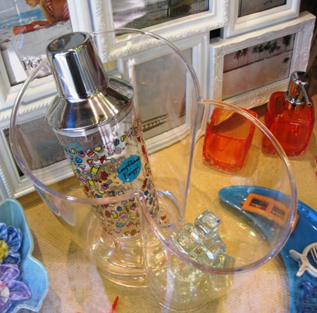 Coctelera transparente y Cubitera doble para botellas.