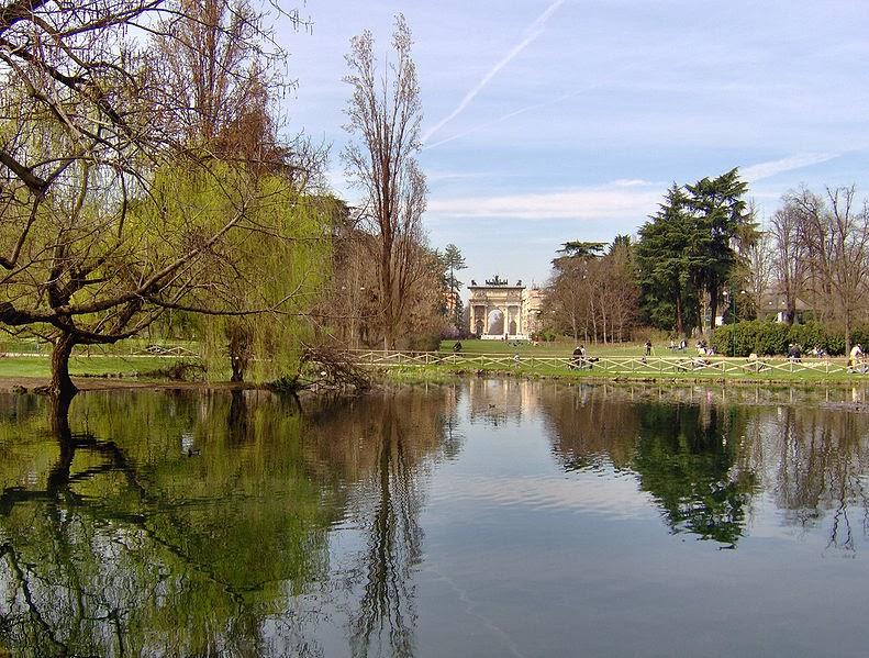 Il laghetto del parco Sempione, a Milano