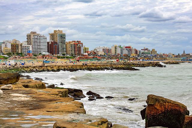 Vista desde la costa,el mar y la ciudad.