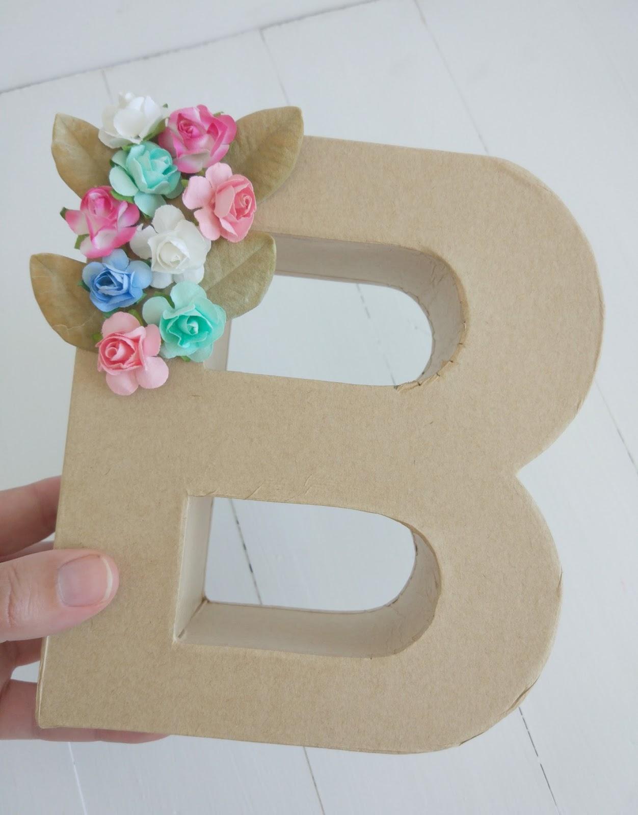Letra B Decorada Con Hojas