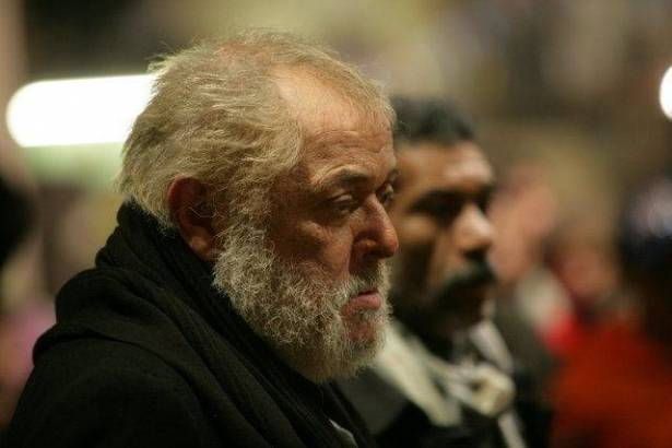 سبب غير متوقع يجبر عائلة محمود عبد العزيز على تغيير موعد العزاء
