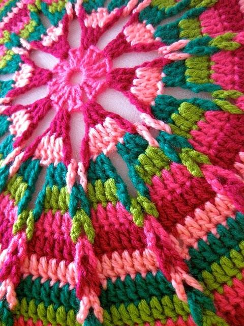 Tığ işi Renkli Yastık Modeli