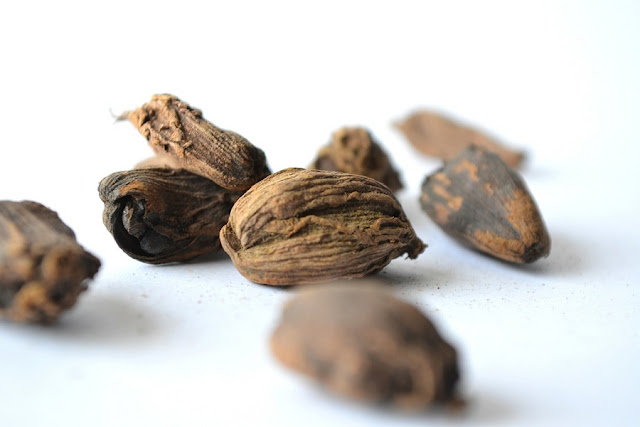 Nutmeg (Jaiphal) Spice Benefits for Skin