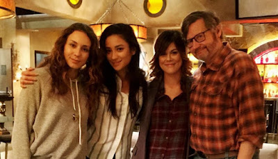 PLL bts 7x15 Paily (Emily and Paige), Shay Mitchell, Lindsey Shaw, Troian Bellisario and Joseph Dougherty