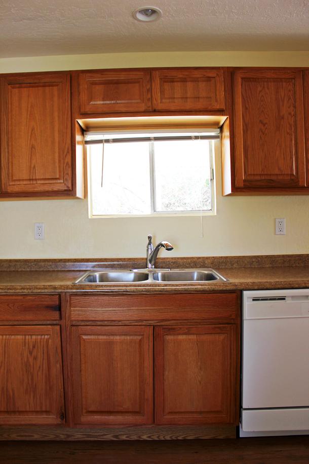 Laura's Kitchen (Before) www.laurelandfern.com