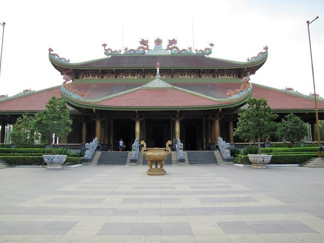 ben duoc temple cu chi tunnels vietnam