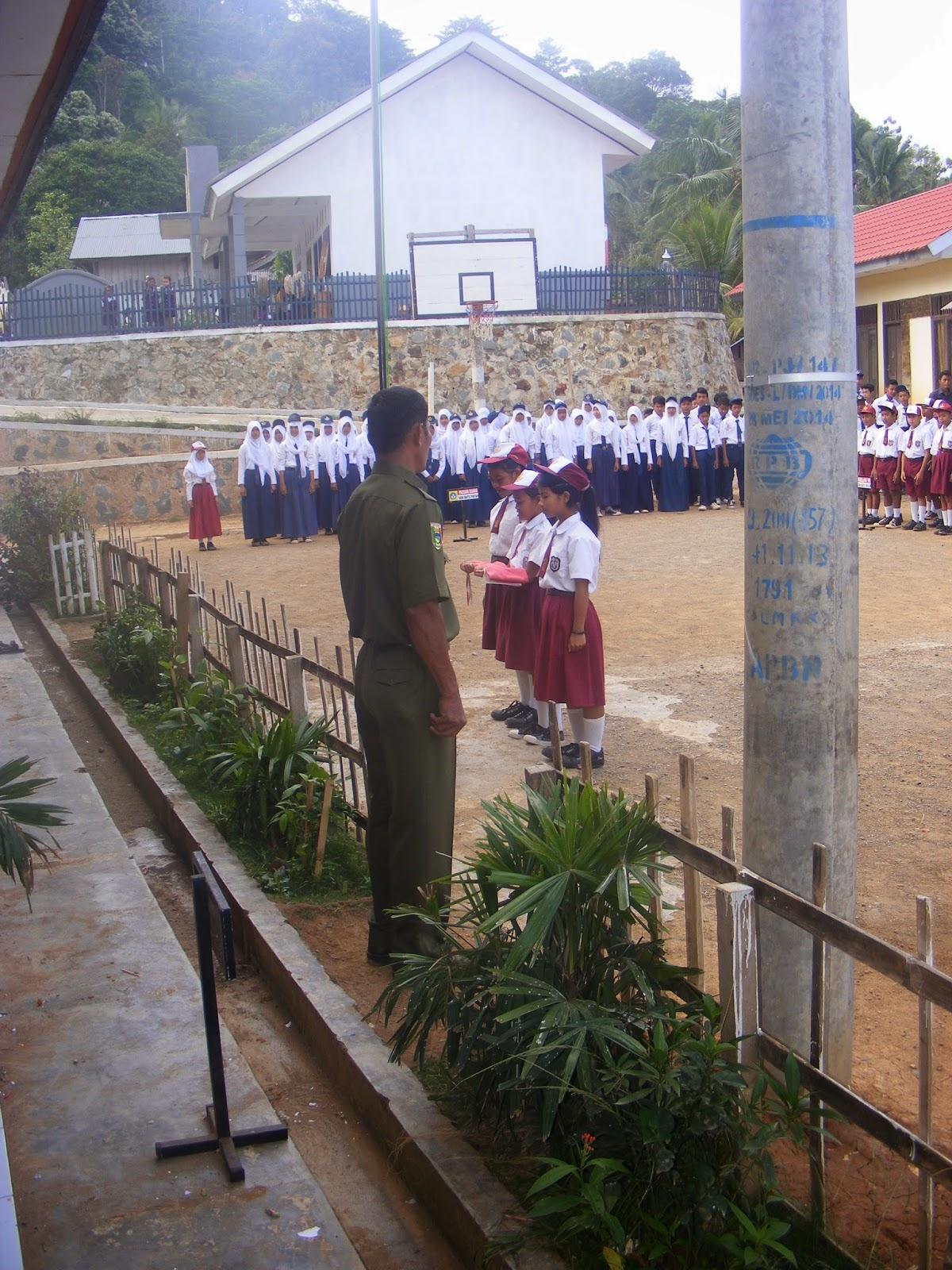 KEGIATAN UPACARA HARI SENIN SDN 1 BATU PATAH   Blog Guru PNS