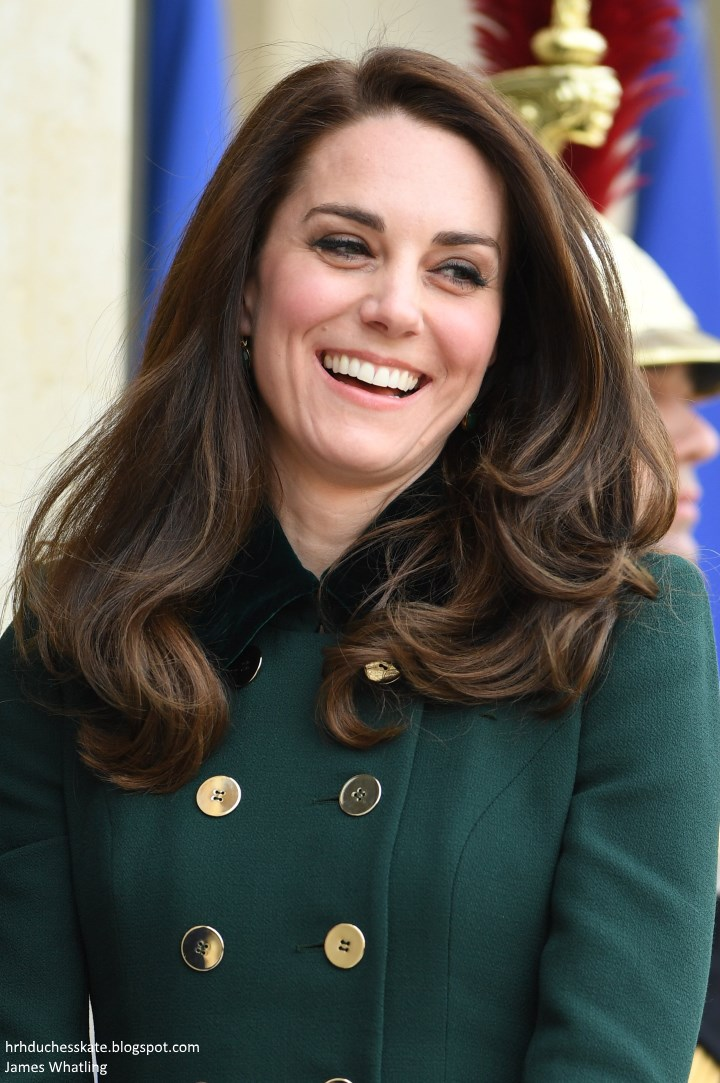 80d295be582 William and Kate s first port of call was Élysée Palace where they were  greeted by President Francois Hollande.
