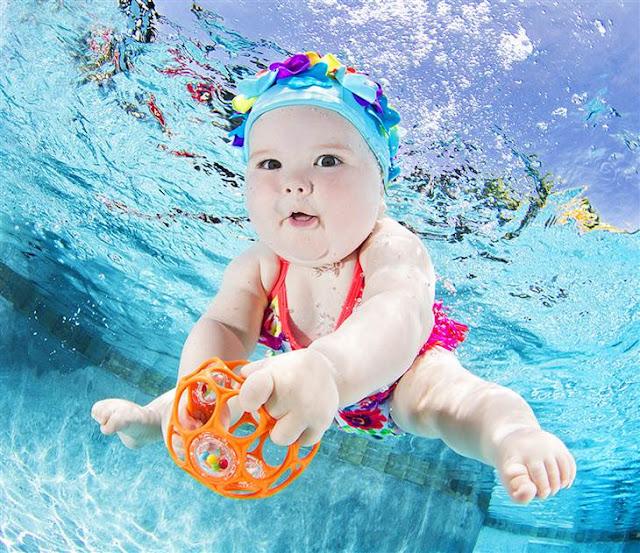 Photos de bébés sous l'eau