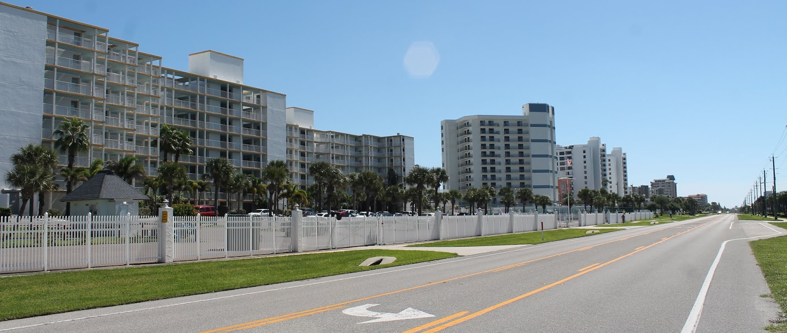 Edificios de apartamentos en la A1A sobre las islas barreras