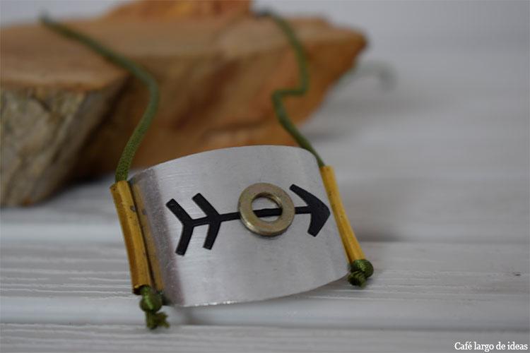 Cómo hacer un collar metálico reciclado
