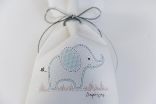 bomboniera vaptisis pougkaki leuko galazio elefantaki