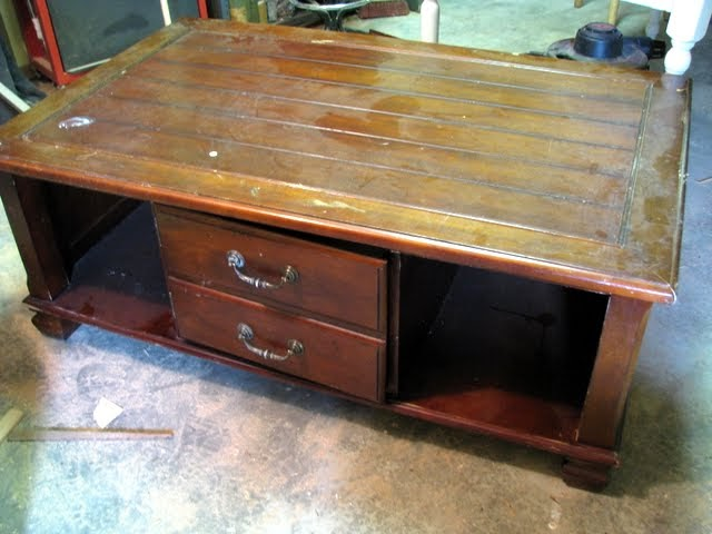 blue roof cabin: COFFEE TABLE TO ENTRY BENCH