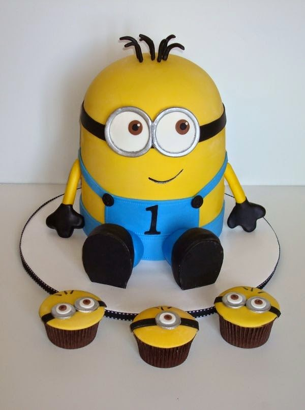 Bolo e cupcakes minions