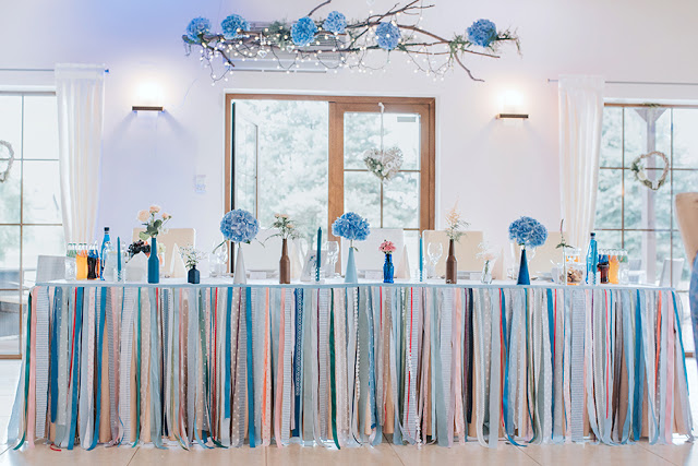 dekoracje ślubne błękitne, wilga i kruk