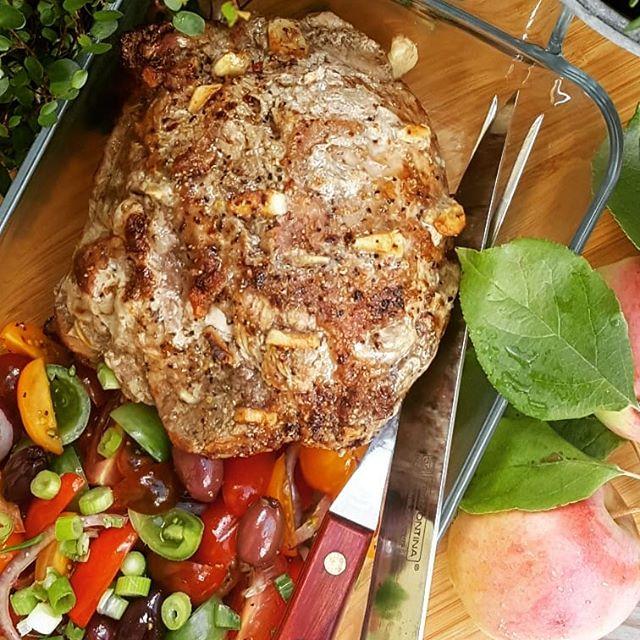 Skinkstek med tomatsallad och gräddsås