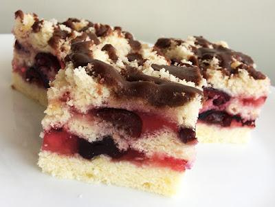 Ciasto z galaretką i owocami