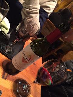 Vinho argentino no restaurante Familia Weiss em Bariloche