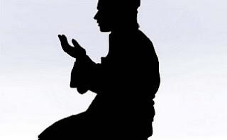 berdoa kepada Allah Yang Maha Pemberi Rejeki