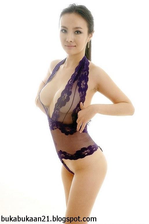 Horny wife naked