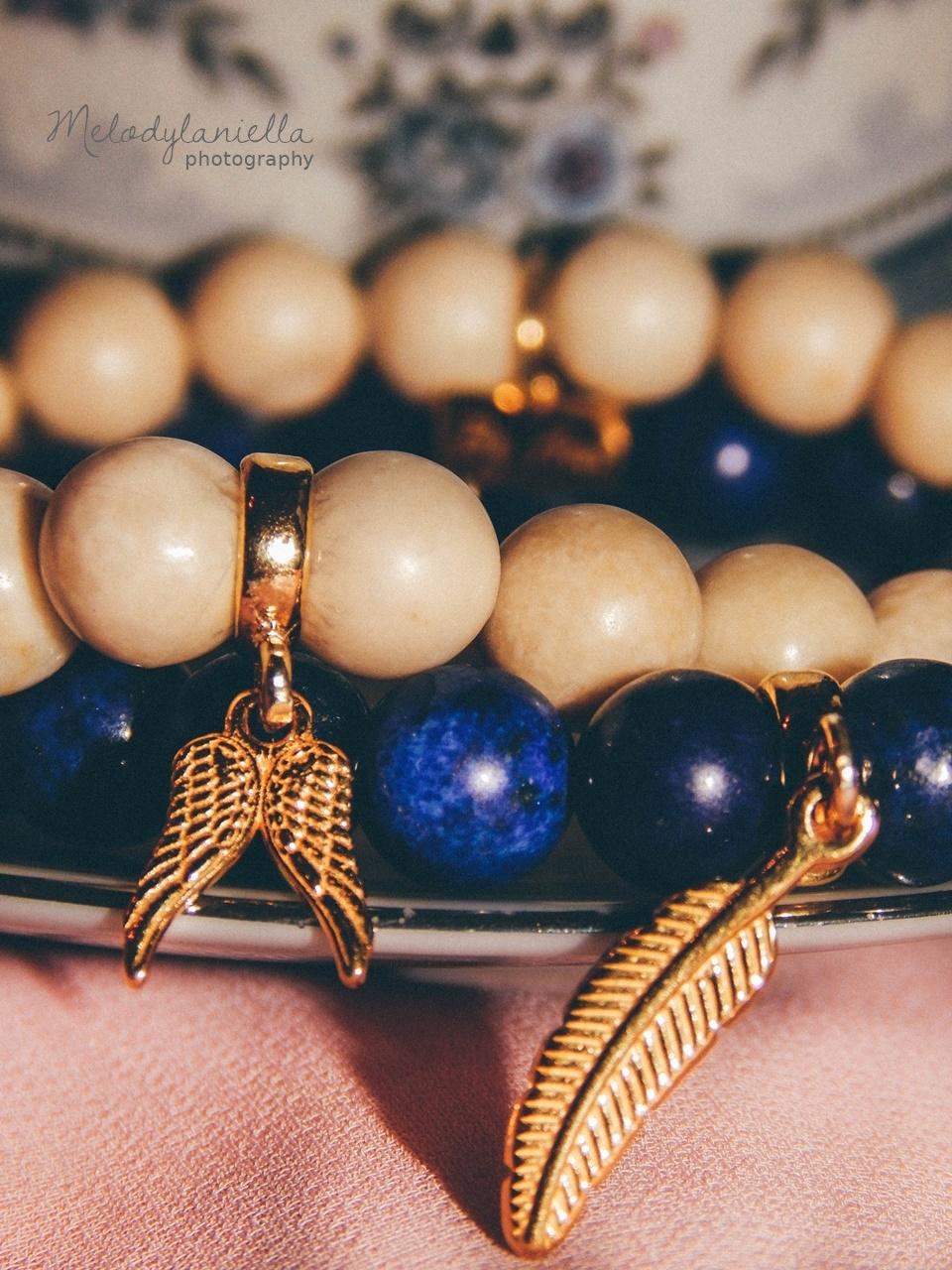 dzien kobiet charmsy koralikowe bransoletki na prezent jewellery by Ana bizuteria bransoletki marmur charmsy 24k zloto skrzydla piórko marmur lapis lazuli