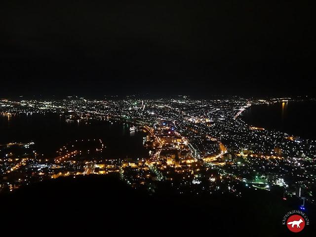 Vu de nuit de la ville Hakodate à Hokkaido au Japon