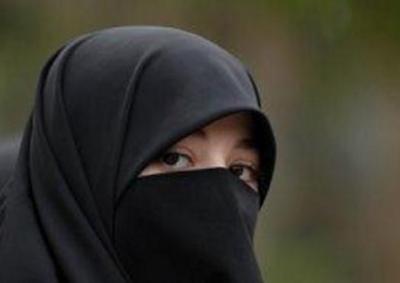 Apa Boleh Wanita Menunda Shalat Isya' Agar Bisa Shalat Tahajud?