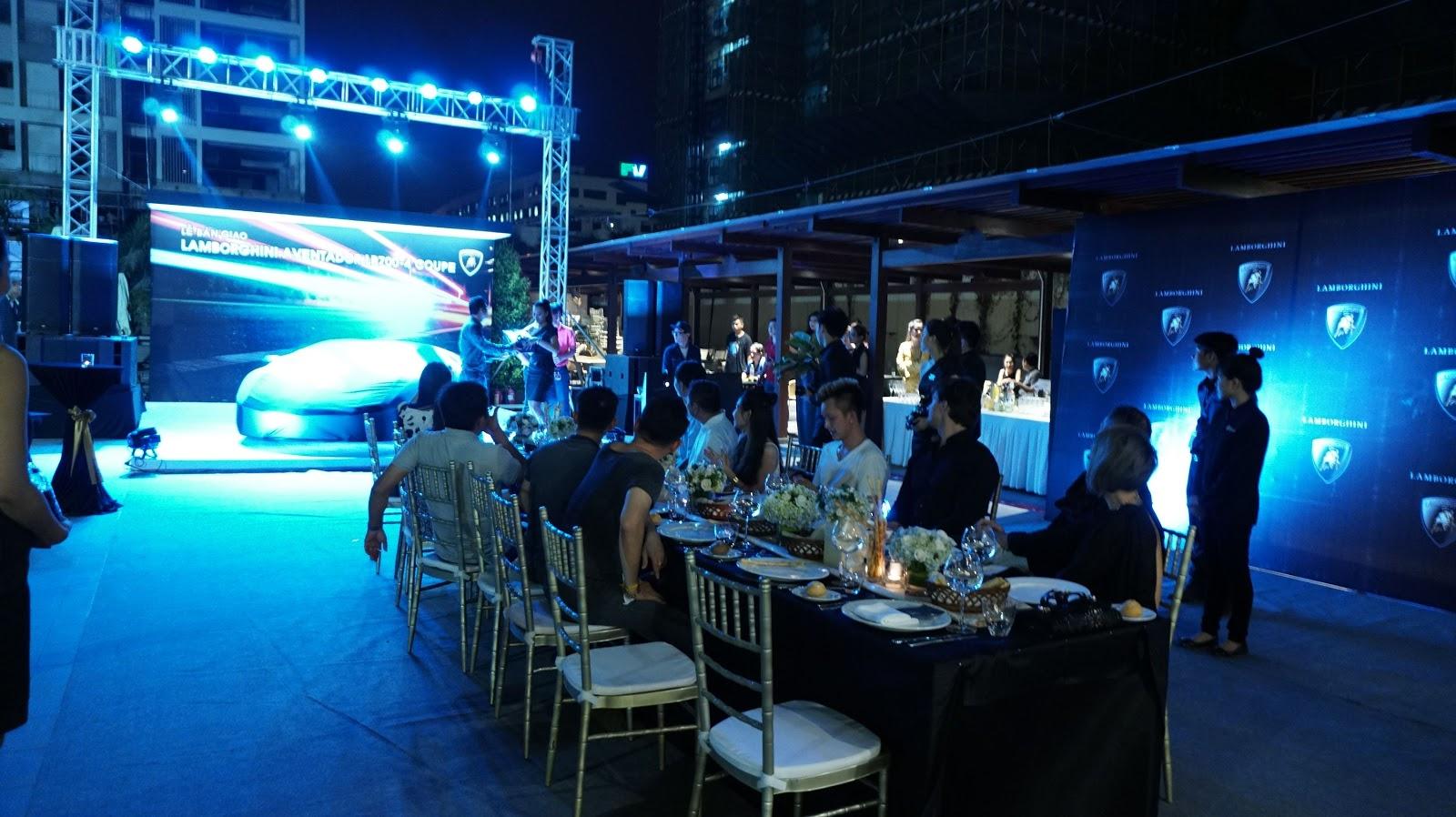 Một buổi bàn giao xe ấm cúng, sang trọng của Lamborghini Việt Nam dành cho khách hàng