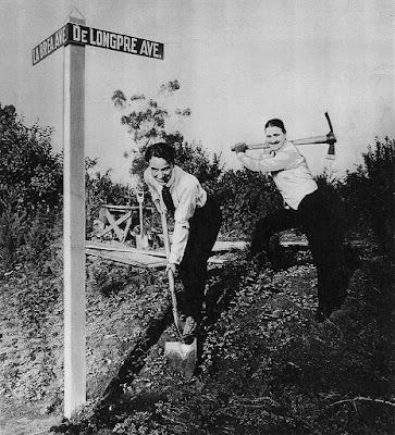 """Чарли Чаплин и Сид Чаплин """"закладывают первый камень"""" в строительство будущей Студии Чаплина"""
