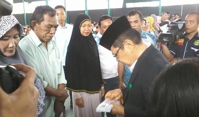 Wali Kota Palopo Serahkan Bantuan Senilai Rp1,95 M
