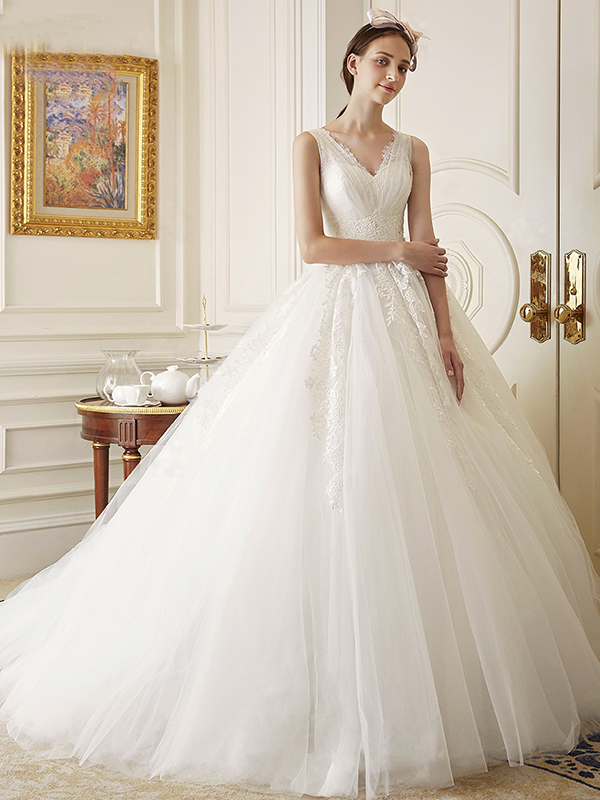 Elegant Deluxe Lace Tulle Beading V-neck Chapel Train Wedding Dress