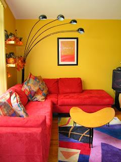 Notranja oprema stanovanja ali hiše. Dnevna soba. Barve