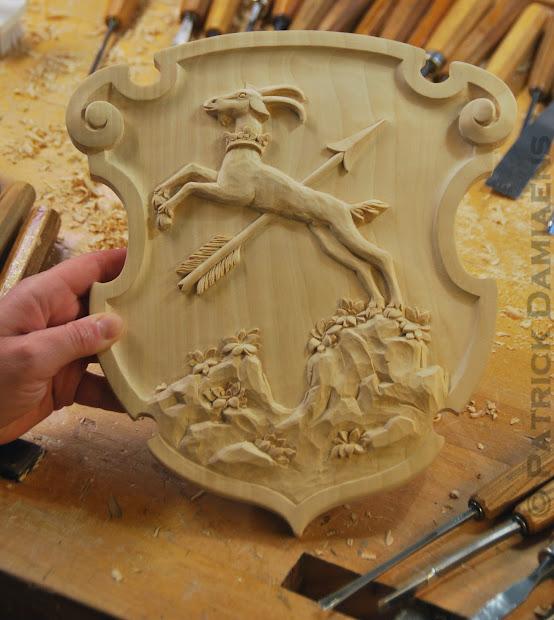 Sculpture Ornementale Patrick Damiaens Blason De Famille Bois Sculpt Sculpteur Raldique
